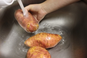 Food safety: Wash your potatoes very well as the skin provides vitamins and minerals!